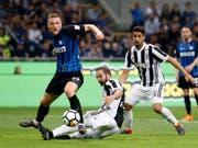 Inter Mailand und Juventus Turin boten sich einen spektakulären Abnützungskampf (Bild: KEYSTONE/AP/ANTONIO CALANNI)
