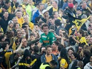 Im Stade de Suisse brachen nach dem Schlusspfiff alle Dämme (Bild: KEYSTONE/PETER KLAUNZER)