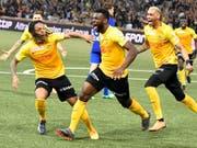 Die Explosion im Stade de Suisse: Jean-Pierre Nsame schiesst YB mit dem 2:1 zum Meistertitel (Bild: KEYSTONE/EPA KEYSTONE/PETER SCHNEIDER)