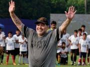 Gibt seinen Job in den Vereinigten Arabischen Emiraten nach dem verpassten Direkt-Aufstieg ab: Diego Maradona (Bild: KEYSTONE/AP/BIKAS DAS)