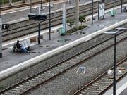 Die französischen Bahnangestellten setzten am Wochenende ihren Streik gegen die Reformpläne der Regierung fort. Erneut fielen zahlreiche Zugsverbindungen aus. (Bild: KEYSTONE/EPA/SEBASTIEN NOGIER)