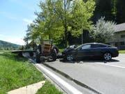 Die Kollision eines Traktors mit einem Auto forderte im aargauischen Gränichen zwei Verletzte. (Bild: Aargauer Kantonspolizei) (Bild: Aargauer Kantonspolizei)