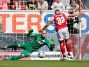 Pablo De Blasis brachte Mainz gegen Leipzig mit einem Foulpenalty in Führung (Bild: KEYSTONE/EPA/RONALD WITTEK)