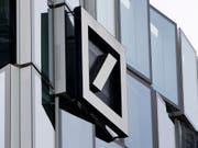 Der Deutschen Bank drohen weitere Probleme - einige Aktionäre wollen die Führungsmannschaft auf der Generalversammlung nicht entlasten. (Bild: KEYSTONE/AP/MICHAEL PROBST)