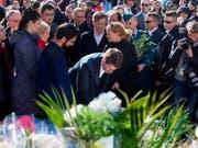 Kanadas Premierminister Justin Trudeau (Mitte) hat gemeinsam mit Tausenden den Opfern der Amokfahrt in der vergangenen Woche gedacht. (Bild: KEYSTONE/AP The Canadian Press/CHRIS YOUNG)