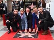 Die fünf früheren NSYNC-Mitglieder mit ihrem Stern in Los Angeles (Bild: KEYSTONE/AP Invision/JORDAN STRAUSS)