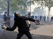 Gewalt hat Paris am 1. Mai zu einem gefährlichen Pflaster gemacht. (Bild: KEYSTONE/EPA/YOAN VALAT)
