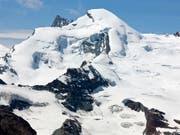Der Fee- und Allalin-Gletscher oberhalb von Saas-Fee: Ein französischer Tourenskifahrer hat sich hier bei einem Lawinenniedergang tödlich verletzt. (Bild: KEYSTONE/ALESSANDRO DELLA BELLA)