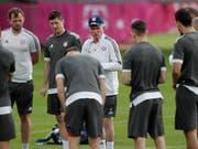 Bayern-Trainer Jupp Heynckes sortiert seine Mannschaft für das Rückspiel in Madrid (Bild: KEYSTONE/AP/MATTHIAS SCHRADER)