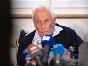 Ein Tag vor seinem Freitod stellte sich der 104-jährige David Goodall in Basel den Medien. (Bild: KEYSTONE/GEORGIOS KEFALAS)