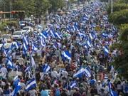 In Nicaragua haben erneut tausende Menschen gegen die Regierung protestiert. (Bild: KEYSTONE/EPA EFE/JORGE TORRES)