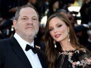 Georgina Chapman sagt in einem Interview, sie habe nichts von den sexuellen Belästigungen ihres Ehemannes, Harvey Weinstein, bei anderen Frauen mitbekommen. (Bild: KEYSTONE/EPA POOL/FRANCK ROBICHON / POOL)
