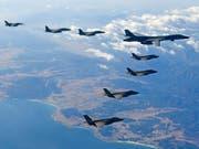 Ungeachtet der Entspannungssignale von Seiten Nordkoreas haben die USA und Südkorea am Freitag eine zweiwöchige Luftverteidigungsübung gestartet. (Bild: KEYSTONE/AP South Korea Defense Ministry)