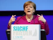 Bundeskanzlerin Angela Merkel sieht das Atomabkommen mit dem Iran vor einer unsicheren Zukunft (Bild: KEYSTONE/EPA/FOCKE STRANGMANN)