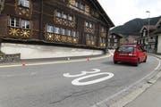Tempo-30-Zonen geben immer wieder zu reden; nicht nur in Bürglen (Bild), sondern auch in Altdorf. (Bild: Florian Arnold, 9. April 2018)
