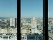 Vermögensverwalter in der Schweiz haben noch immer die Nase vorn, bekommen aber Konkurrenz. (Archivbild aus dem Fenster des Vermögensverwalters GAM in Zürich). (Bild: KEYSTONE/GAETAN BALLY)