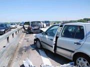 """Viel """"Blechsalat"""" gab es am Freitag auf der A1 im Kanton Solothurn. In fünf Unfälle wurden 15 Fahrzeuge verwickelt. (Bild: Handout Kantonspolizei Solothurn)"""