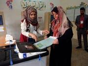 Ein Wahlbüro in Bagdad. Insgesamt waren rund 24,5 Millionen Wahlberechtigte aufgerufen, die 329 Mitglieder des Parlaments neu zu bestimmen. (Bild: KEYSTONE/AP/KHALID MOHAMMED)