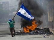 Feuer und Protest in Masaya, wo die Sicherheitskräfte hart durchgriffen (Bild: KEYSTONE/EPA EFE/JORGE TORRES)