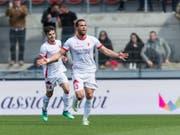 Sion-Torschütze Pajtim Kasami (rechts) wird nach seinem 1:0 gegen St. Gallen gefeiert. (Bild: KEYSTONE/CYRIL ZINGARO)