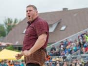 Christian Stucki konnte sich am Emmentalischen Schwingfest als Festsieger feiern lassen (Bild: KEYSTONE/MARCEL BIERI)