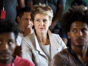 Nachlassende Wirkung von Rückkehrhilfen: Bundesrätin Simonetta Sommaruga gerät mit ihrer Asylpolitik erneut in die Kritik. (Bild: KEYSTONE/PETER KLAUNZER)