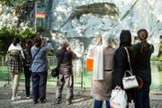 Touristen fotografieren das Löwendenkmal. (Bild: Alexandra Wey / Keystone (Luzern, 14. August 2017))