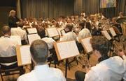 Silvia Riebli dirigiert das Jahreskonzert der Musik Eintracht Sachseln. (Bild: Primus Camenzind (Sachseln, 6. Mai 2018))