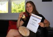 Erfolgreichste Saison in der Laufbahn der Gamserin Lorina Zelger mit Auszeichnungen von der Junioren-WM und Fis-Rennen sowie Goldmedaille von den Schweizer Meisterschaften. (Bild: Robert Kucera)