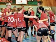 Kreuzlingens Abstieg ist besiegelt. Da helfen alle Aufmunterungsversuche von Trainerin Kristina Ertl (Mitte) nicht mehr. (Bild: Mario Gaccioli)