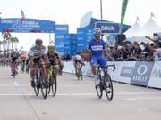 Ausgelassener Jubel bei Fernando Gaviria (in blau), dem Sieger der 1. Etappe der 13. Kalifornien-Rundfahrt (Bild: KEYSTONE/FR170512 AP/RINGO H.W. CHIU)
