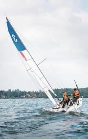 Mit optimalen Windverhältnissen gleitet die J70 über die Wellen des Bodensees. (Bild: Andrea Stalder)