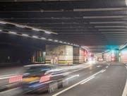 Die zweite Röhre soll östlich des bestehenden Tunnels – im Bild das Nordportal – zu stehen kommen. (Bild: Urs Flüeler/Keystone (31. August 2017))
