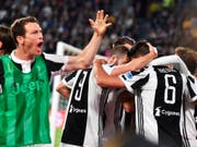 Verteidiger Stephan Lichtsteiner jubelt nach einem Treffer seines Juventus-Mitspielers Sami Khedira (Nummer 6) (Bild: KEYSTONE/AP ANSA/ALESSANDRO DI MARCO)
