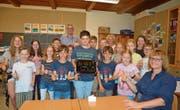 Die Viert- und Sechstklässler von Lehrerin Tamara Weber können nun den CO2-Gehalt im Schulzimmer messen, denn sie wurden beim Raumluft-Schulwettbewerb «Luftsprung» Kantonssieger und erhielten als Preis ein Messgerät. (Bild: Zita Meienhofer)