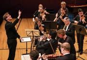 Olli Mustonen (links) trat nicht nur als Pianist, sondern auch als Dirigent des Luzerner Sinfonieorchesters auf. (Bild: Philipp Schmidli (13. Mai 2018))