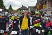 Werner Scherrer, OK-Präsident der Kreuzegg Classic, hier inmitten der Biker, ist es gelungen, die Berglauf-Schweizermeisterschaft ins Toggenburg zu holen. (Bild: Beat Lanzendorfer)
