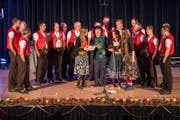 Der Jodlerklub Wattwil mit Gästen eröffnete das Klangfestival Toggenburg. (Bild: Daniel Ammann)