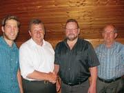 Uertegemeindeversammlung Ennetmoos Mai 18. Von links: Schreiber Sepp Filliger (neu), Vogt Peter von Büren (bisher), Vogt Thomas Barmettler (neu) und Schreiber Josef Filliger (bisher). Bild: Wendelin Waser