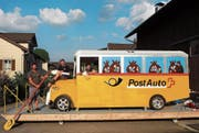 Wollen ihr Postauto übers Wasser gleiten lassen, von links: Reto Wild, Thomas Fraefel und Céline Mösli. (Bild: Angelina Donati)