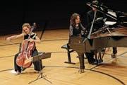 Ehrte mit anderen Schülern ihren Lehrer Ivan Monighetti: Cellistin Sol Gabetta. (Bild: Philipp Schmidli (14. Januar 2017))