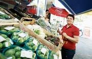 Suna Trüb-Coban vom Ecem Market in Zug verkauft türkische Lebensmittel. (Bild: Stefan Kaiser (Zug, 9. Mai 2018))
