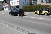 Die 62-jährige Autofahrerin bemerkte das stehende Auto zu spät. (Bild: Kapo SG)