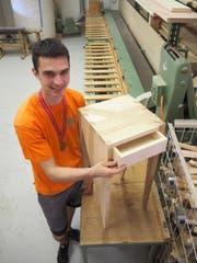 Ein Beistelltisch, der Thomas Schmid zum Strahlen bringt. (Bild: Angelina Donati)