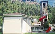 Diese Bildmontage zeigt, wie die Rutschbahn vom Turm der Zwinglikirche in Sargans in etwa aussehen könnte. (Bild: pd)