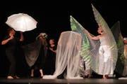 """Im Rahmer der """"Kulturbühne 2018"""" zeigten Carmen Puccio und ihr Tanztheater Divertimento in Aadorf die Produktion """"zugedeckt und aufgedeckt. (Bild: Maya Heizmann)"""