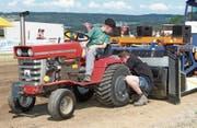 Ob Nachwuchsfahrer oder Routinier – alle legten sich beim Tractor Pulling am Iselisberg ins Zeug. (Bild: Christof Lampart)
