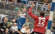 HCK-Topskorer Adrian Blättler beim Abschluss in der Playoff-Partie gegen den BSV Bern Muri. (Bild: Pius Amrein (Kriens, 28. März 2018))