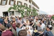 Bierfreunde kamen im und rund ums Kapuzinerkloster voll auf ihre Rechnung. (Bild: André A. Niederberger (Stans, 5. Mai 2018))