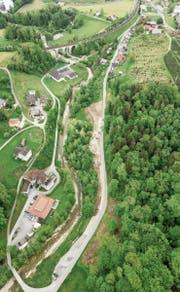 Um an der Blumeneggstrasse in Goldach Trottoirs bauen zu können, mussten auch einige Bäume gefällt werden. (Bild: Tino Dietsche)
